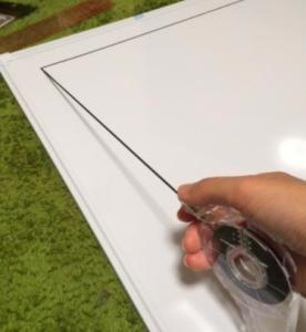コートのラインはラインテープを貼っていきましょう。 実際のコートの縮尺で作ると綺麗に仕上がりますよ。